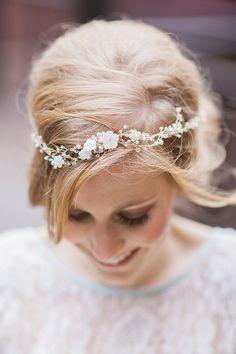 Capelli da matrimonio - semplice arricchito da cristalli. #wedding