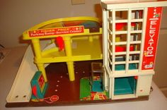 Vintage Fisher Price Little People Parking Garage Ramp Service Center 930 Jouets Fisher Price, Fisher Price Toys, Vintage Fisher Price, 1970s Toys, Retro Toys, Vintage Toys, Vintage Stuff, 90s Childhood, My Childhood Memories