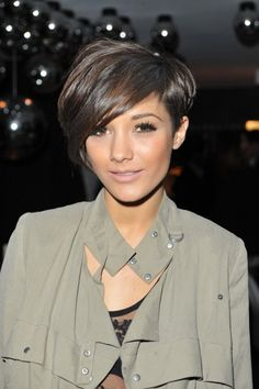 Sometimes I wish I could cut my hair like this. Love the one longer side!