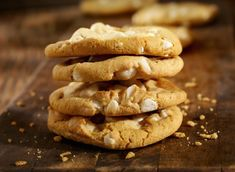 These cookies are so incredibly good with the mix of soft white chocolate morsels and crunch, yet smooth, macadamia nuts. White Chocolate Macadamia Cookies, Macadamia Nut Cookies, White Chocolate Chips, Chocolate Treats, Chocolate Morsels, Cookies Et Biscuits, Food Presentation, Just Desserts, Cookie Recipes