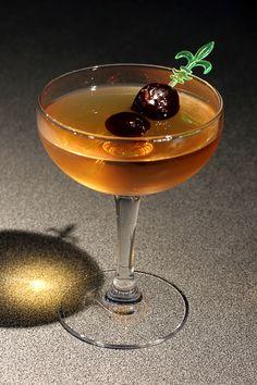 My Boulevard Manhattan: 50 ml bourbon 10 ml Grand Marnier Splash lemonade 1 dash orange bitters