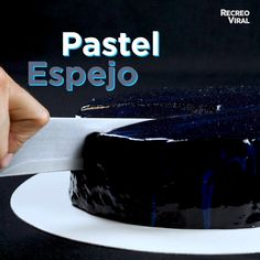Mirror cake- Pastel espejo Learn to cook a delicious and original mirror effect cake, your guests will love it! Sweet Recipes, Cake Recipes, Dessert Recipes, Easy Cooking, Cooking Twine, Cooking Eggs, Cooking Cake, Oven Cooking, Cooking Utensils
