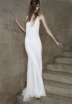 Look 1. Ivory V-neck bias cut silk chiffon halter gown.