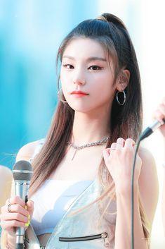 dedicated to female kpop idols. Kpop Girl Groups, Korean Girl Groups, Kpop Girls, How To Show Love, Asian Beauty, Asian Girl, Beautiful, Check, Pop Idol
