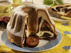 Kynutá bábovka s mákem a švestkami / Yeast cake with poppy seeds and prunes Czech Recipes, Russian Recipes, Bunt Cakes, Snack Recipes, Snacks, Food To Make, Yummy Food, Sweets, Dishes