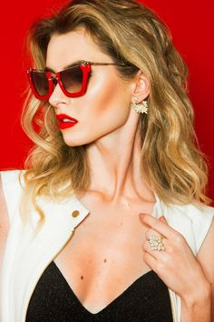 Cintura marcada e cortes perfeitos integram os shapes do momento Cat Eye Sunglasses, Sunglasses Women, Shapes, Fashion