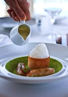 Amongst the best restaurants on the Vallon des Auffes, an original little fishing port in Marseille, is L'Epuisette. A fine dining restaurant directed in the kitchen by the chef Guillaume Sourrieu.