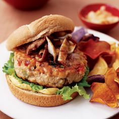 Tuna Burgers with Ginger, Garlic and Soy Sauce Tuna Burgers, Dog Recipes, Sandwich Recipes, Tuna Recipes, Hot Dog Sandwich Recipe, Caesar Recipe, Jamaican Beef Patties, Recipes With Soy Sauce, Recipes