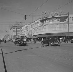 Berlin-Charlottenburg. Wilmersdorfer Straße. Blick  gegen Geschäftshaus und Kaufhaus Hertie-1953