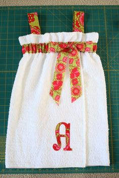 Trendy sewing for kids projects little girls Ideas Sewing Hacks, Sewing Crafts, Sewing Projects, Little Girl Gifts, Little Girls, Learn To Sew, How To Make, Towel Wrap, Fabric Purses