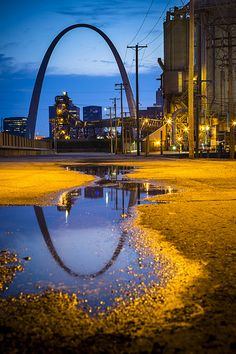 Arch in St. Places In Usa, Great Places, Places To Travel, Places To See, Beautiful Places, Saint Louis Arch, St Louis Mo, Stl Arch, Reflection Pictures