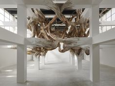 Architectonische 'tumor' in Palais de Tokyo - Baitogogo van kunstenaar Henrique Oliveira