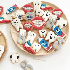 Good teeth, bad teeth, sad teeth, happy teeth... - Petite Fille by JJ