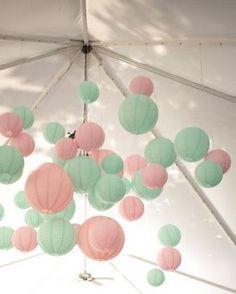 Mooie combinatie met pastel lampionnen. Licht roze en mint groen.  #lampion #styling #lanterne #pink #mint #wedding #weddingideas #trouwen #events #bruiloft #huwelijk #love #party #decoration #decor #tent #bruid #baby #babyshower, pink paper lanterns  Bruiloftsversiering, huwelijksfeest, wedding inspiration