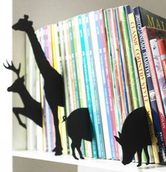 For the love of books and organization - a fun way to display books in the kids room! {Pick from PN's co-founder Melisa}