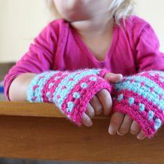 Cute fingerless gloves crochet pattern