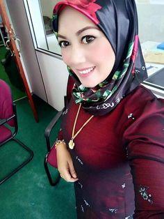 Beautiful Muslim Women, Beautiful Hijab, Kebaya Hijab, Dark Skin Girls, Muslim Girls, Sufi, Hijab Fashion, Asian Beauty, Scarves