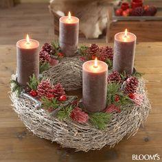 30 inšpirácií na najkrajšie adventné vence, ktoré si viete vyrobiť aj vy Christmas Advent Wreath, Cozy Christmas, Christmas Time, Christmas Crafts, Christmas Decorations, Holiday Decor, Tea Light Candles, Pillar Candles, Advent Candles