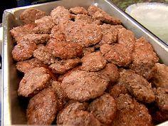 Venison Pork Sausage recipe from Robert Irvine via Food Network Venison Sausage Recipes, Homemade Sausage Recipes, Cooking Venison, Venison Chili, Venison Burgers, Robert Irvine, Deer Recipes, Fish Recipes, Game Recipes
