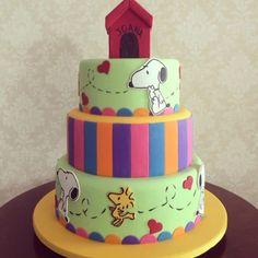 bolo do snoopy / cake Fleur De Sucre Bolo Snoopy, Snoopy Cake, Pretty Cakes, Beautiful Cakes, Amazing Cakes, Snoopy Birthday, Snoopy Party, Cupcakes, Cupcake Cakes