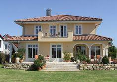 Mediterranean homes – Mediterranean Home Decor Spanish House, Balcony Design, Mediterranean Homes, Facade House, House Facades, Modern House Plans, Modern Houses, Farmhouse Plans, Detached House
