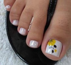 What Christmas manicure to choose for a festive mood - My Nails Pretty Toe Nails, Cute Toe Nails, Pretty Nail Art, My Nails, Toe Nail Color, Toe Nail Art, Nail Colors, Fabulous Nails, Perfect Nails