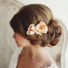 35 Wedding Hairstyles: Discover Next Year's Top Trends for Brides 2015 - PoPular Haircuts Curly Wedding Hair, Wedding Hairstyles With Veil, Evening Hairstyles, Bridesmaid Hairstyles, Hairdo Wedding, Fancy Hairstyles, Bride Hairstyles, Prom Hair, Beach Hairstyles