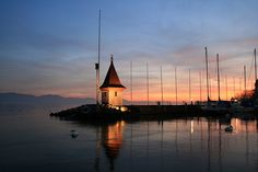Sunset in Morges, Switzerland The Places Youll Go, Places Ive Been, Places To Visit, Beautiful Places, Beautiful Pictures, Lake Geneva, Lausanne, San Francisco Skyline, Switzerland