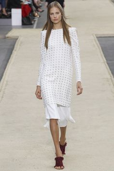 Chloé Spring 2014 RTW - Runway Photos - Fashion Week - Runway, Fashion Shows and Collections - Vogue White Fashion, Love Fashion, Fashion Show, Fashion Design, Fashion Week, Runway Fashion, Spring Fashion, Paris Fashion, Review Fashion