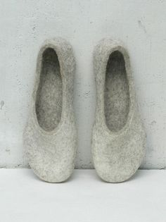 Felted slippers for women  Home shoes  Charcoal grey Dark