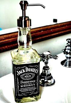 Le Carnet des Bars pensent également aux bricoleurs et fans de Do It Yourself et vous présente le Top 10 des idées DIY pour décorer votre bar ou votre maison