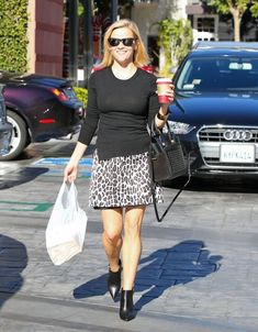 Reese Witherspoon - Reese Witherspoon Is All Smiles In West Hollywood