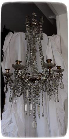 Méas Vintage: Als ein Riese mit einem Lüster spielte... Hanging Light Fixtures, Hanging Lights, Meas Vintage, Petite Kitchen, Le Jolie, Bright Lights, Ceiling Lights, Ceiling Fans, Nature Decor