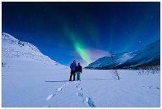 Kjærestepar under nordlyset #2 by Kim G. Skytte, via Flickr