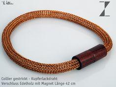 Collier gestrickt - Kupferlackdraht  Verschluss Edelholz mit Magnet Länge 42 cm  http://www.atelier-zellhuber.de/index.php/schmuck.html  #handgefertigt #Kupfer #Edelholz #gestrickt