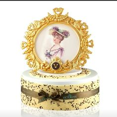 The stunning portrait cake by The Victorian👑👑👑