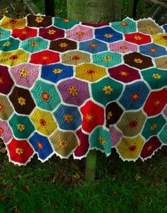 I like this Japanese inspired blanket made by Jane Brocket. Not really my colors but love the pattern.