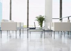 Cores claras em tons de branco e bege, sempre são indicadas para ambientes pequenos. Produto da Linha Marmi 90×90 cm