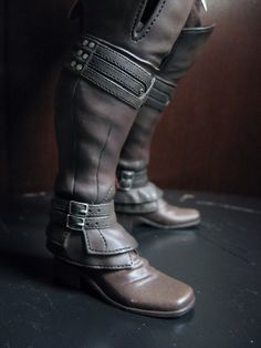 assassin's creed 2 boots. i don`t play assassin`s creed but these boots are awesome.