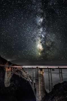 Milkyway over Bixby Bridge, Monterey © Shumon Saito Beautiful Places To Live, My Fantasy World, Look At The Sky, Bixby Bridge, Earth From Space, Scenic Photography, To Infinity And Beyond, Cool Paintings, Big Sur