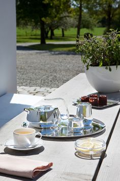 Silver Time par Christofle #Christofle #Silver #SilverTime #Garden #TeaTime #Cup ©LUXPRODUCTIONS | Jean-François JAUSSAUD