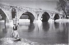 Πλησίστιος...: Καίγομαι και σιγολιώνω... Greece Travel, Brooklyn Bridge, Athens, Vintage Photos, The Past, Art Gallery, Greek, Memories, Black And White