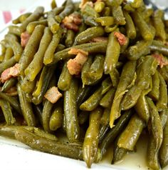 Southern Style Green Beans Recipe Side Dishes with bacon, fresh green bean, chicken broth, salt, ground black pepper Southern Style Green Beans, Southern Greens, Southern Green Beans Crockpot, Crockpot Fresh Green Beans, Canned Green Bean Recipes, Deep Fried Recipes, Side Recipes, Dinner Recipes, Yummy Recipes