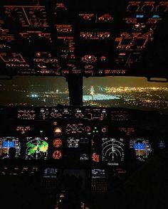 ⚪️⚪️ On the ILS! #737 #instaplane #crewlife #flying #pilot #plane…
