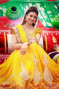 As we mentioned earlier Divyanka, the star of Indian soaps is getting married this weekend and the festivities have already started! The blushing bride looks radiant at her haldi and mehndi party i…