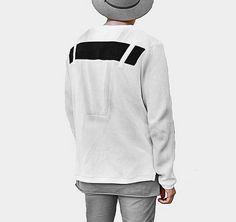 Hochwertiges Sweatshirt mit Detail auf dem Rücken. Hier entdecken und shoppen: http://sturbock.me/OZT