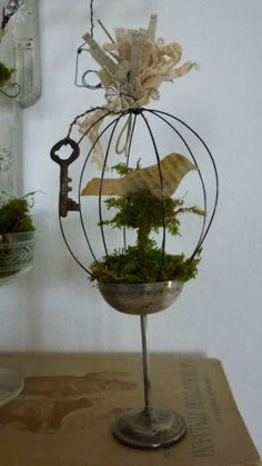 Sweetest Ideas for Decorating with - Crafts a la mode Bird Crafts, Metal Crafts, Spring Projects, Diy Projects To Try, Metal Plant Hangers, Art Fil, Shabby Chic Crafts, Deco Table, Easy Diy Crafts