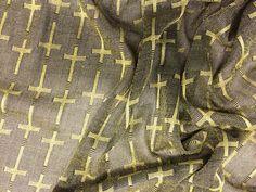 """Tecido Crochet Com Brilho Metalic Skin Cruzetas. Tecido fino, estilo crochet com beneficiamento em luréx, formando desenhos de """"cruz"""" em tons metálicos. Toque suave, brilho discreto e elegante.  Sugestão para confeccionar: detalhes em peças, vestidos, camisas, blusas, entre outros."""