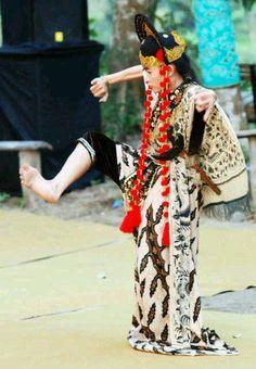 Nani Topeng. Penari Tradisi. Losari Cirebon…