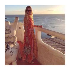 La imagen puede contener: océano y exterior Cover Up, Instagram, Beach, Dresses, Style, Fashion, Totes, Pump, Arosa